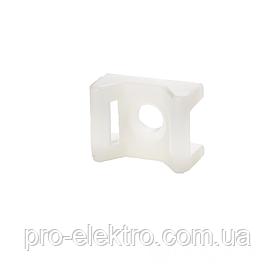 ElectroHouse Площадка под винт  для стяжки [хомутов] 4,5 мм 16х22 мм белая нейлон