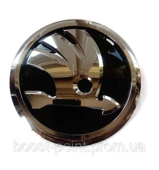 Задняя эмблема 80мм New нового образца черная хром Skoda fabia II 2007-2014 Значок с логотипом Шкода фабия 2