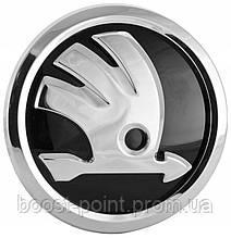 Передня эмблема 90мм New нового образца черная хром Skoda superb 2015+ Значок с логотипом Шкода суперб 3