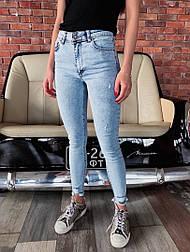Женские стильные голубые джинсы скинни