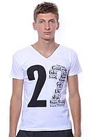 Красивая стильная летняя футболка для мужчин. С модным принтом и V - вырезом. Цвет белый. Бренд V&A.