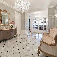 Мраморные полы с белого мрамора Bianco Carrara с ромбами из чёрного мрамора Nero Marguina и мозаичной розеткой