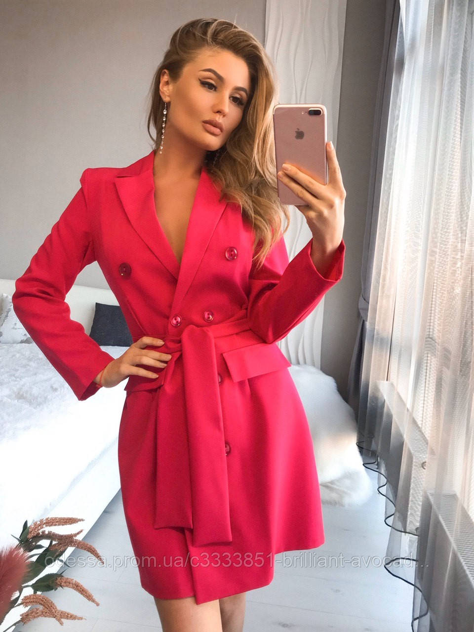 Яркое женское платье-пиджак с поясом