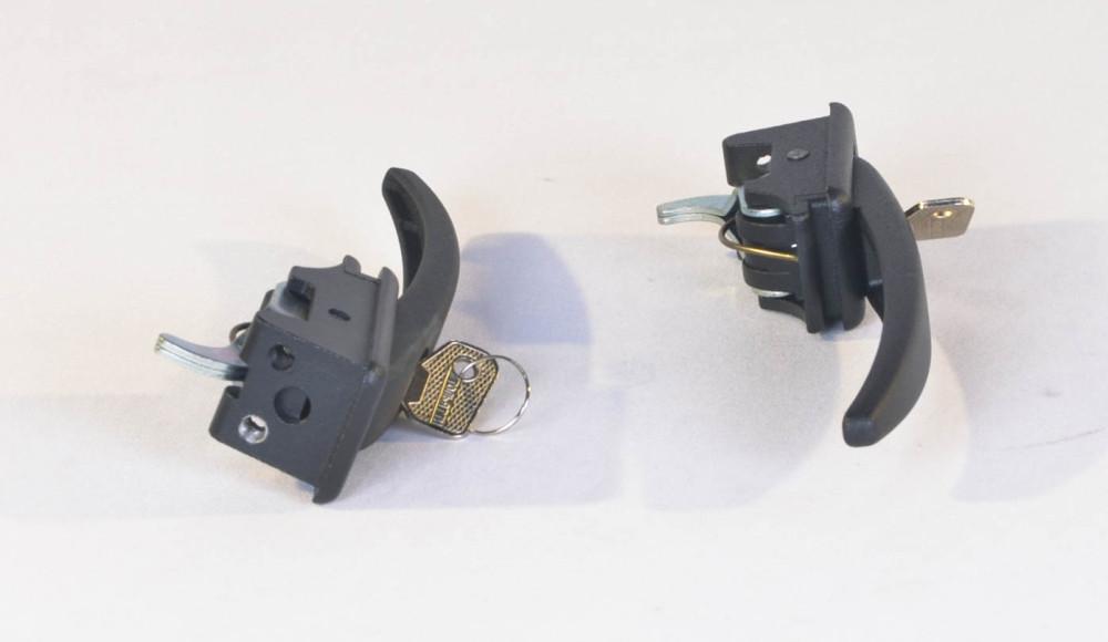 Ручка двери наружняя (черная) УАЗ 452 (комплект- 2 шт.) в сборе с ключом (производство г.Ульяновск) (арт.