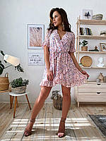 Короткое летнее женское платье на запах с цветочным принтом