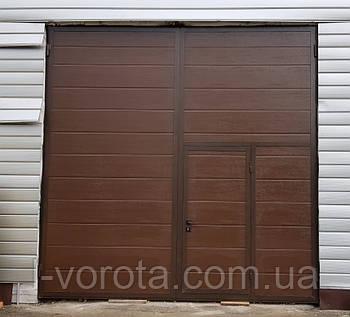 Ворота распашные гаражные 3600×3600 с врезной калиткой (полотно из сендвич-панелей)