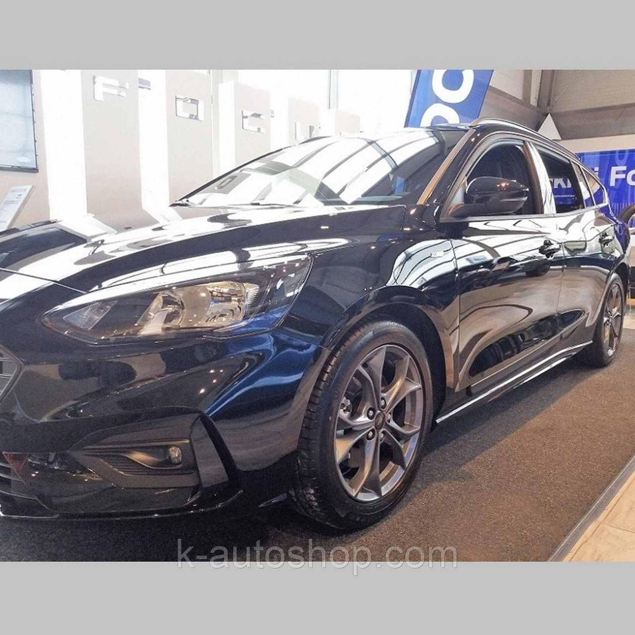 Молдинги на двері для Ford Focus Sedan 4Dr, Tourer Mk4 2018>