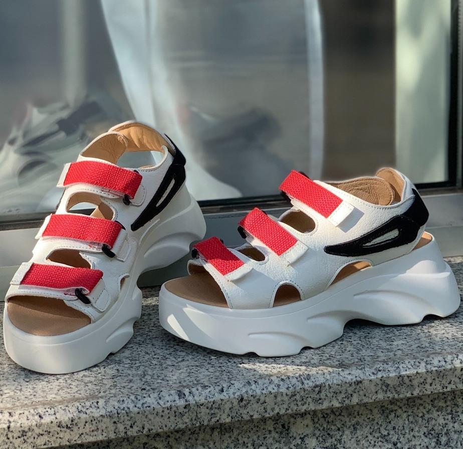 Женские сандалии на платформе белые с красным. Живое фото. Босоножки женские