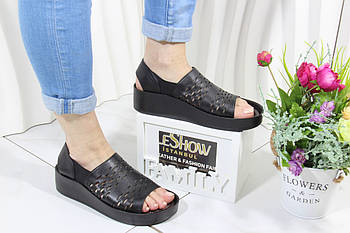 Чорні шкіряні сандалі 4shoes 08764-Black