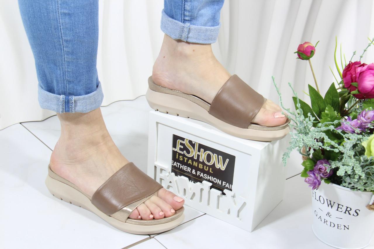 Бежеві жіночі шльопанці 4Shoes 08842-Mink