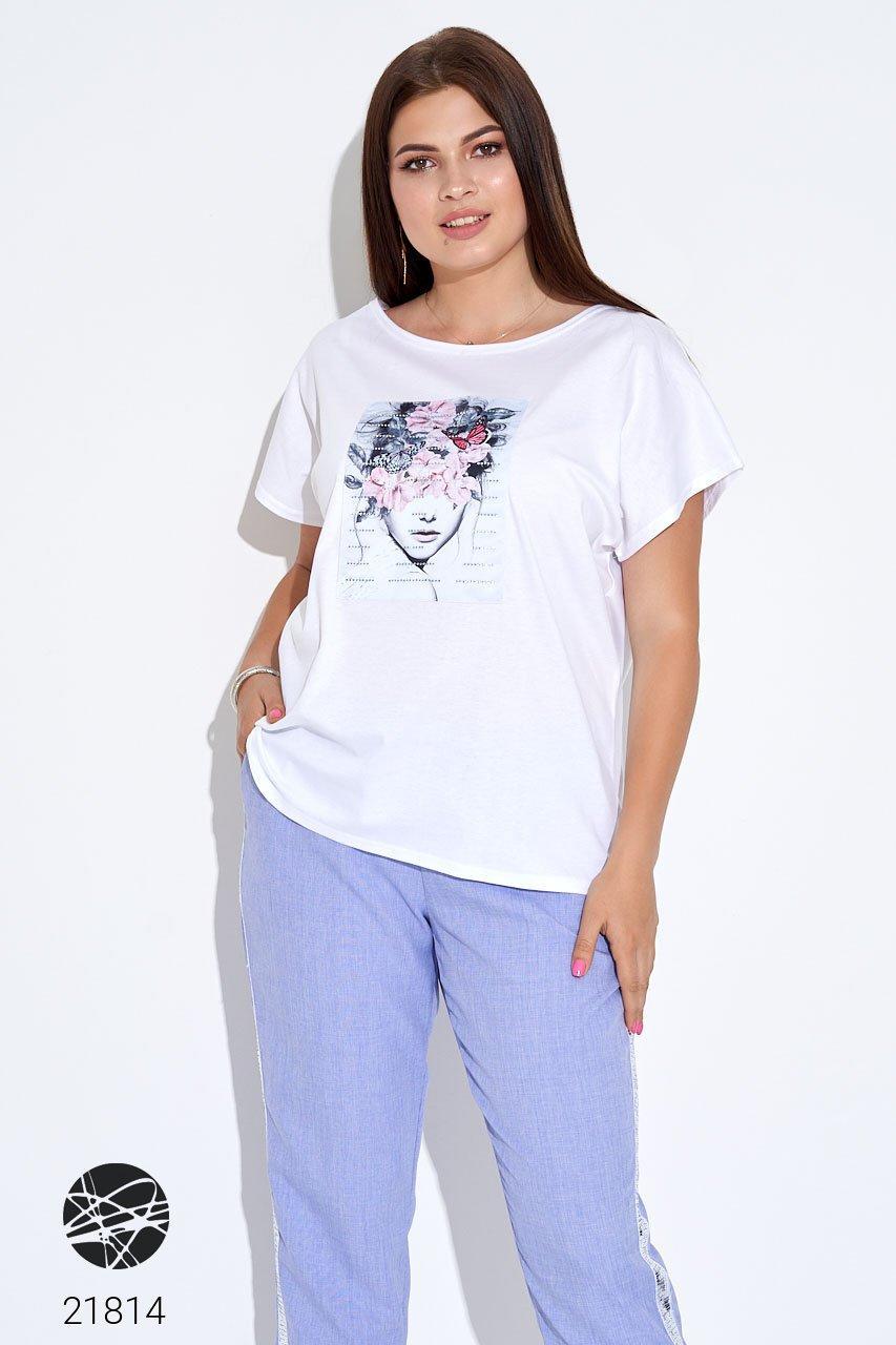 Белая футболка с принтом. Модель 21814.