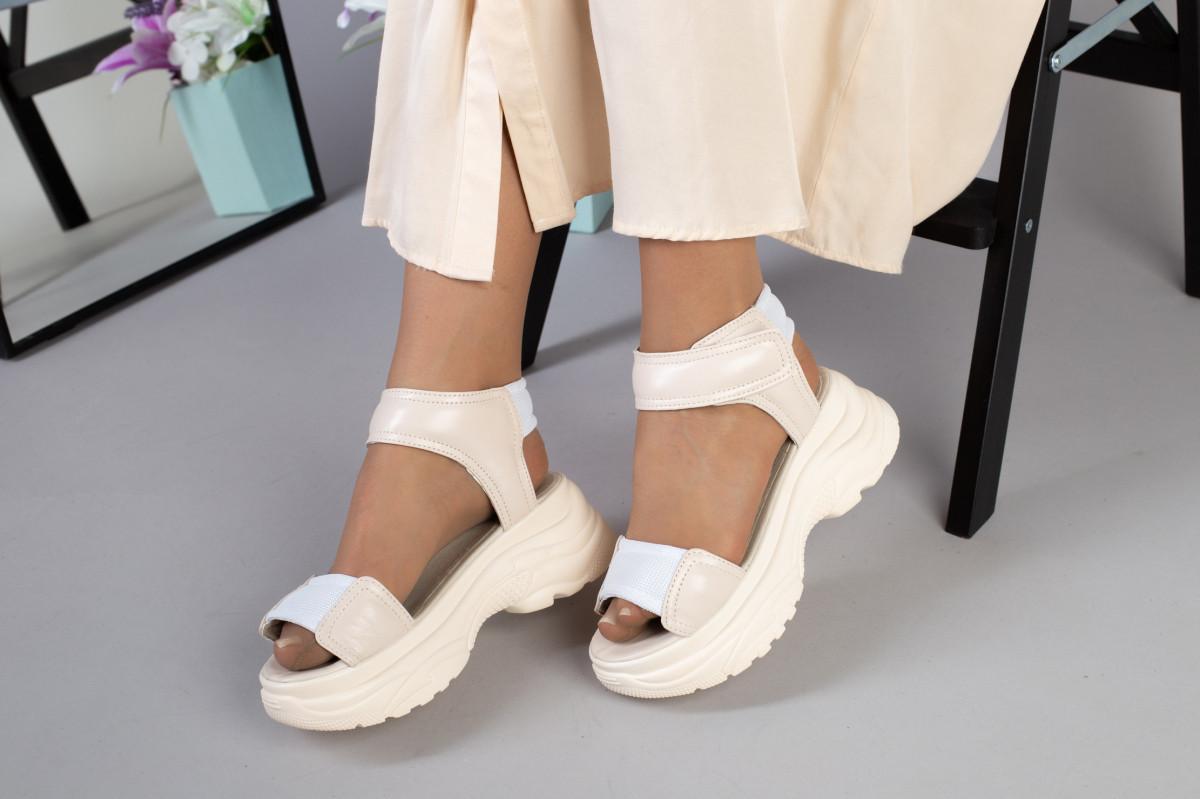 Женские бежевые кожаные сандалии с вставками белой сетки