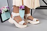Женские бежевые кожаные сандалии с вставками белой сетки, фото 5