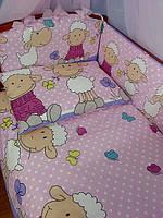 "Комплект постели в кроватку из 8-ед. розово-сиреневого цвета ""овечки на лужайке"" №152"