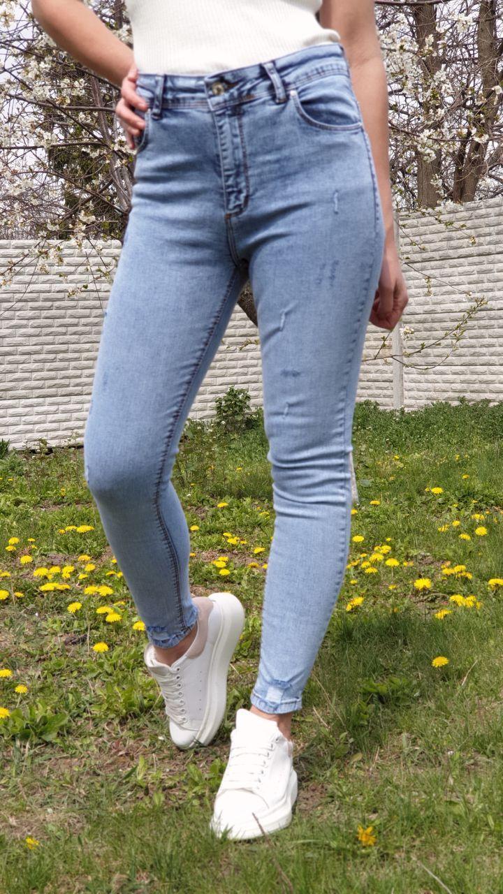 Стрейчевые джинсы скинни на высокой посадке с царапками vN7838