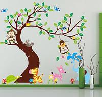 Декоративная детская наклейка Зверята возле дерева  (190х143см)