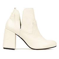 Ботинки кожаные Woman's heel молочные (О-884)