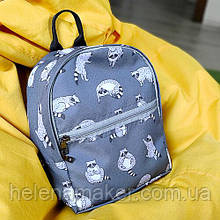 Серый детский рюкзак с енотами
