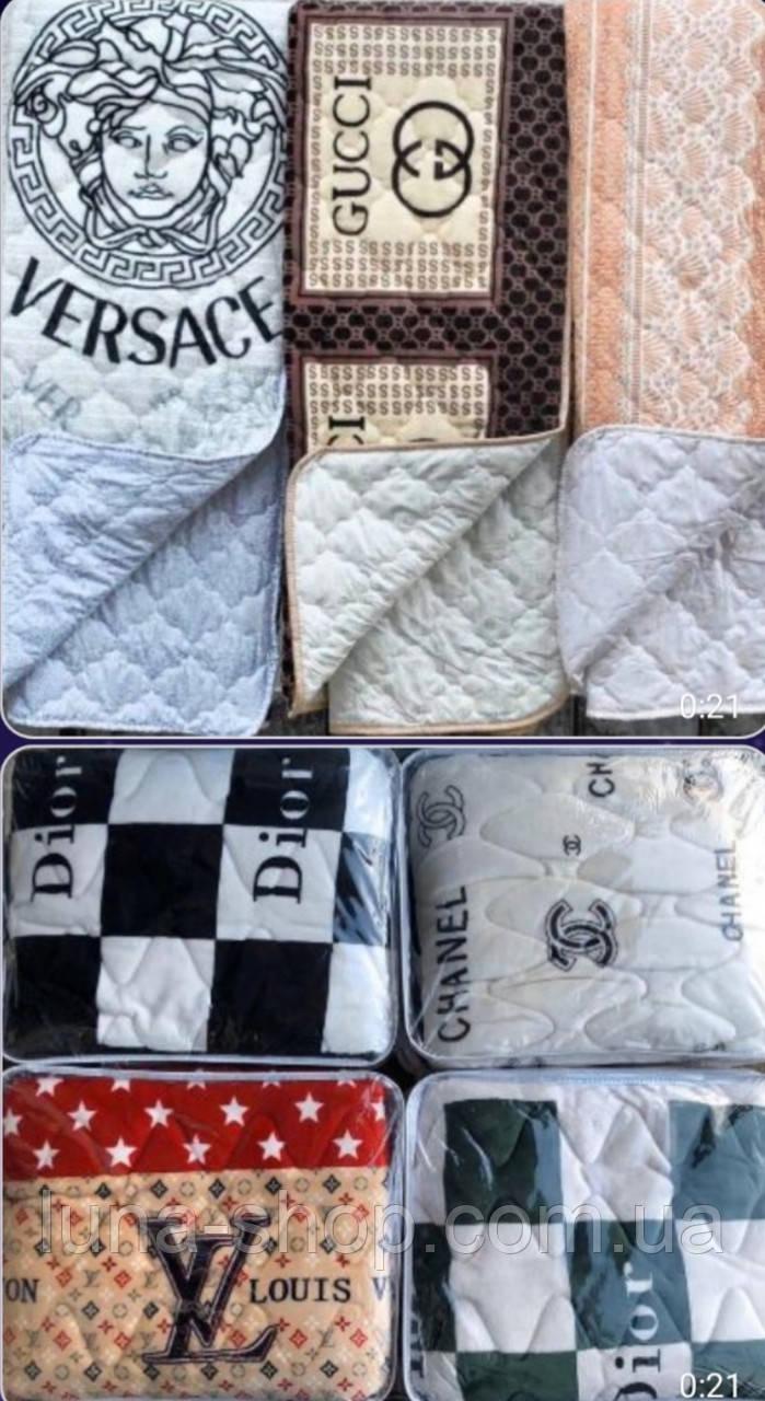 Одеяло лёгкое стеганое с брендовыми логотипами, 200*220, микрофибра