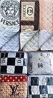 Одеяло лёгкое стеганое с брендовыми логотипами, 200*220, микрофибра, фото 1