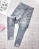 Модные джинсы женские облегающие с высокой посадкой и бахромой внизу (Норма)