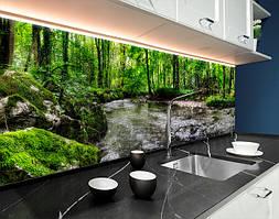 Пластиковый кухонный фартук Горная Река в лесу (ПВХ панель для кухни с фотопечатью, скинали) природа камни зеленый, 620*2050 мм