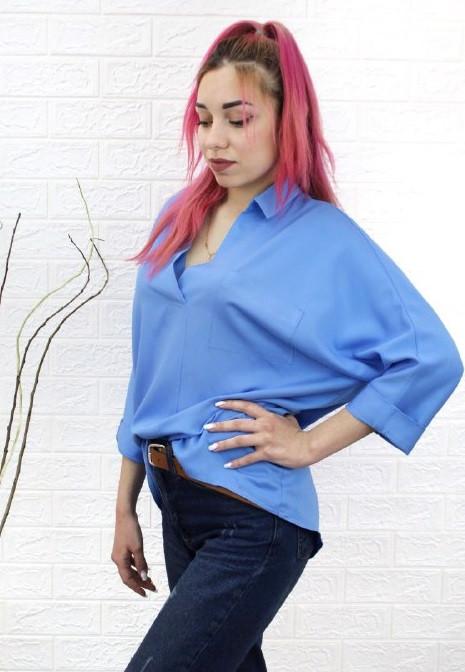 Женская голубая рубашка свободного кроя
