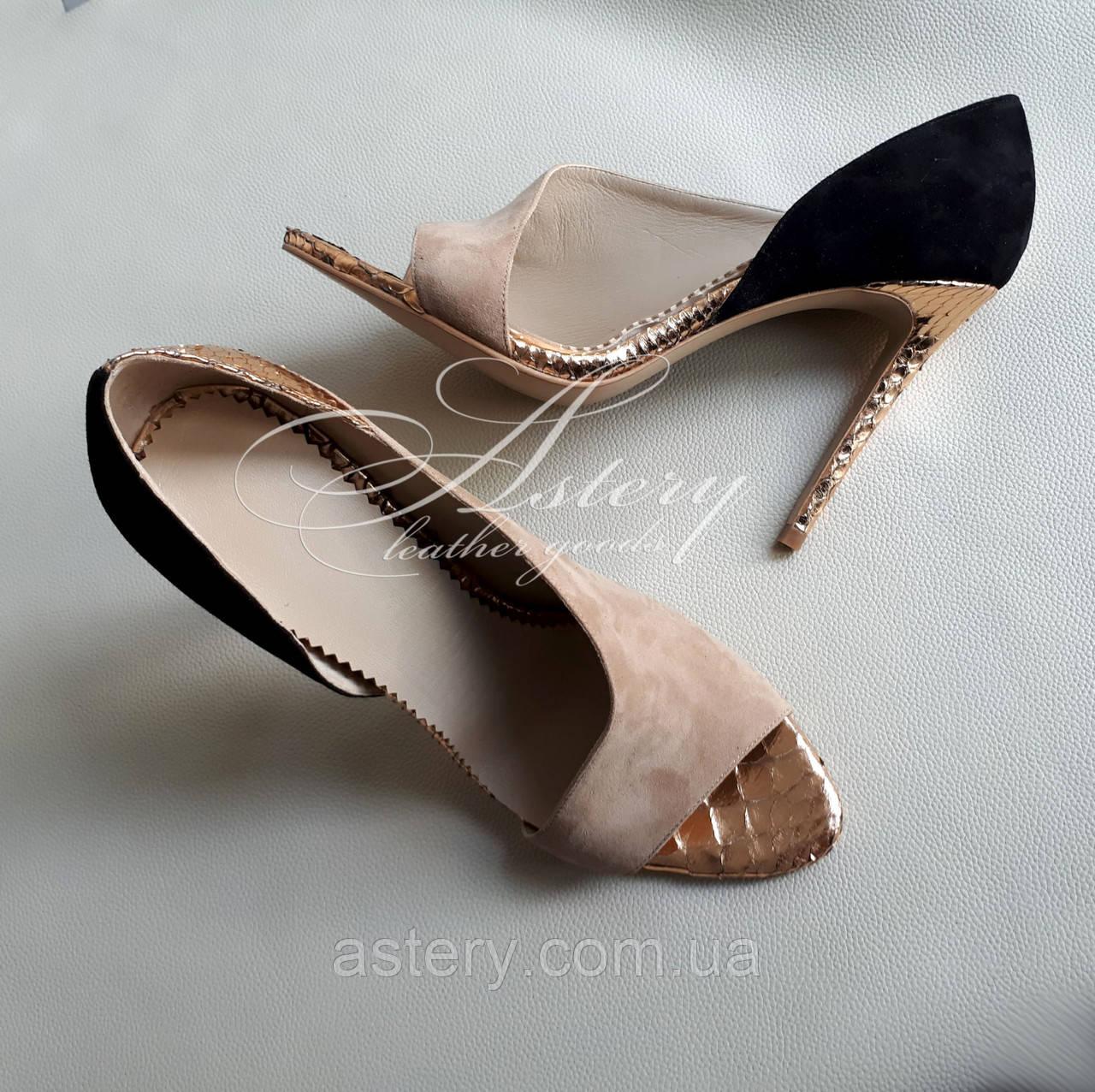 Женские босоножки на каблуке черно бежево золотые