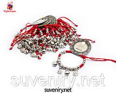 Сучасно-модний браслет червона нитка з різними кулонами