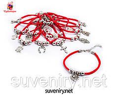 Браслет червона нитка з кулонами на застібці