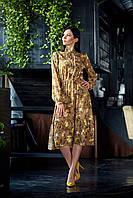 Яркое длинное женское платье с цветочным принтом бежевое