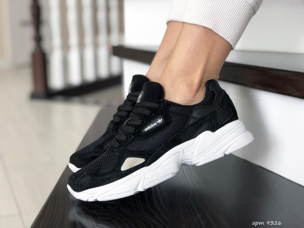 Модные весенние кроссовки Adidas Falcon,черно белые