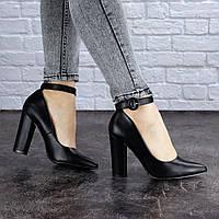 Туфли женские на каблуке черные Barney 1455