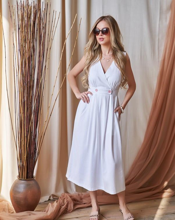 Белое льняное платье с декольте на запах