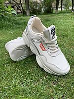 Модные женские кроссовки бежевые