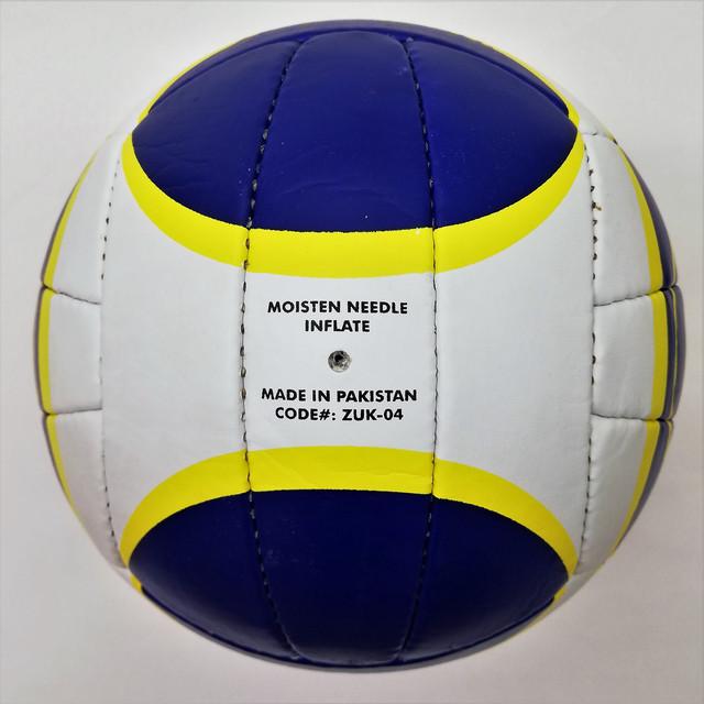 М'яч волейбольнийPU LEGEND ZUK-04 зсайтуСпорттовари.comзшитий руками з PU (poliurytan)з 18 панелей.