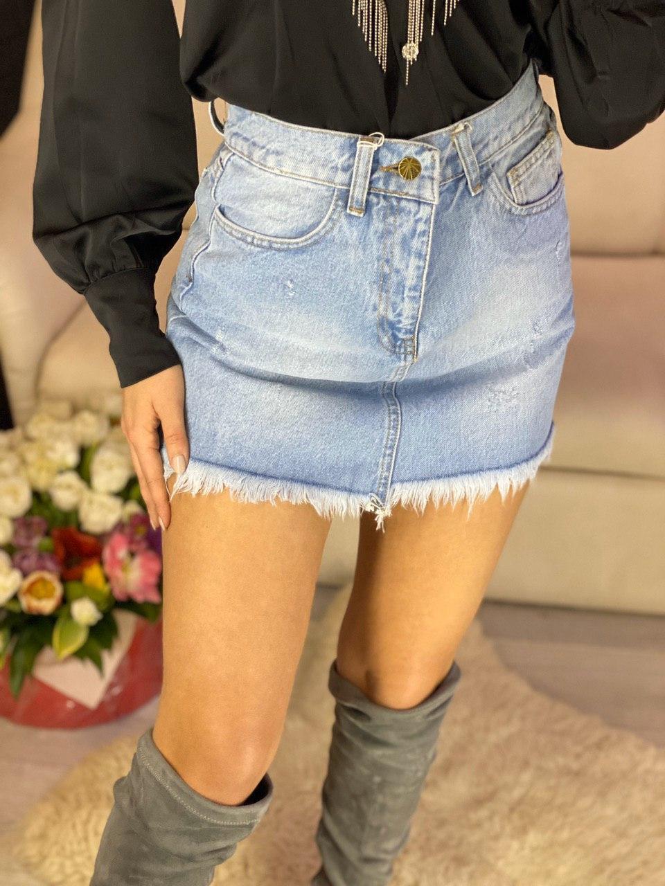 Мини юбка джинсовая голубая с карманами