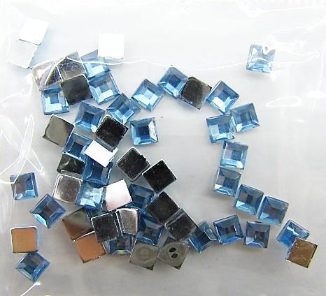 Стразы  crystal голубой  50 шт размер 12
