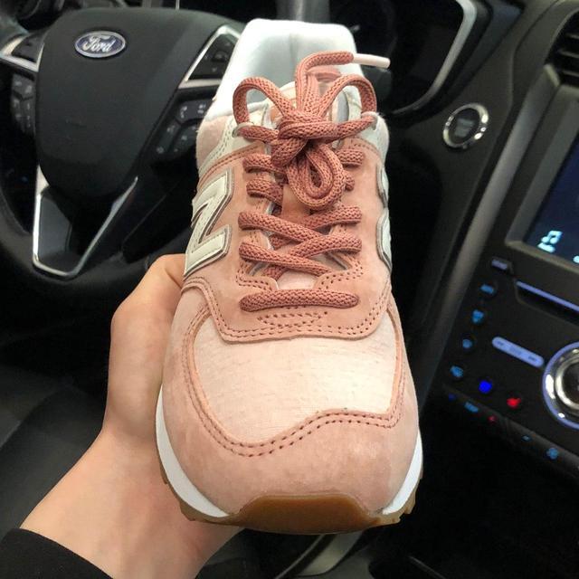 Черные кроссовки New Balance 574 фото