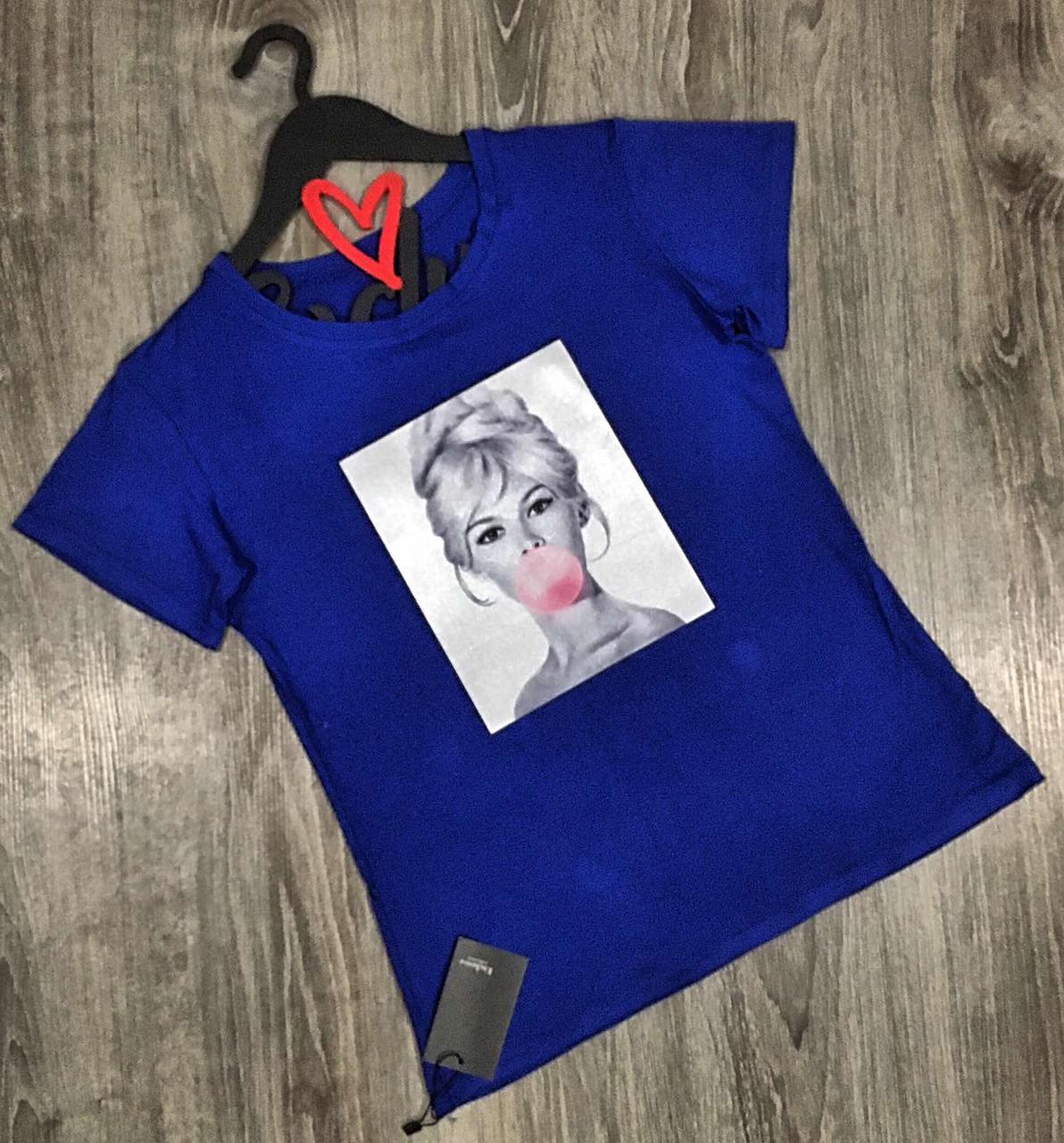 Яркая футболка. Женская одежда для дома и отдыха.