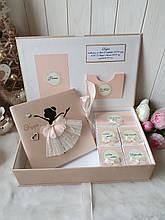 """Шкатулка для новорожденной девочки """"Мамины сокровища"""" с фотоальбомом и коробочками для памятных вещей"""