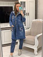 Женский джинсовый удлиненный кардиган с капюшоном на молнии