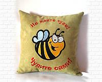 Подушка с пчелкой зелёная