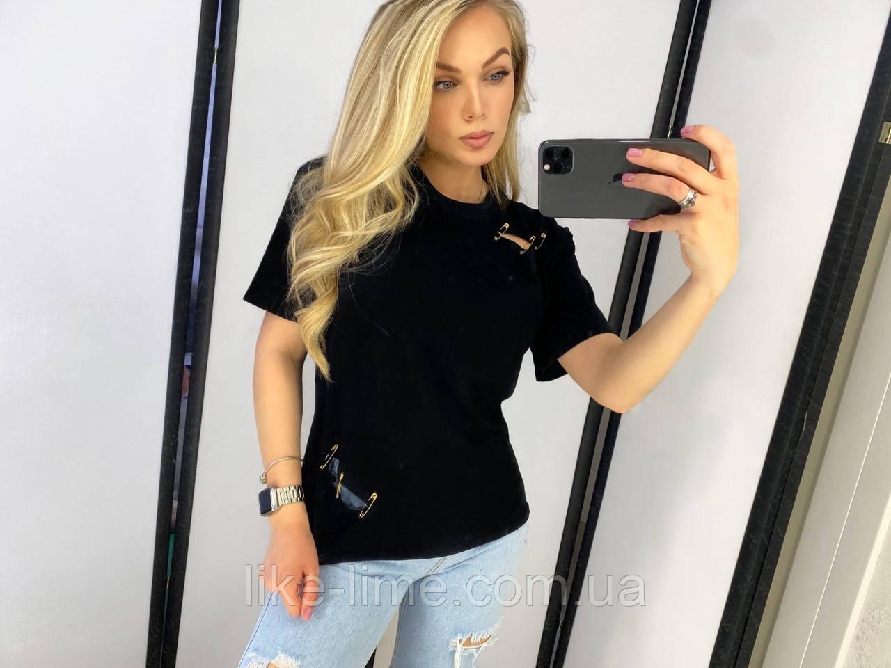 Женская футболка с булавками
