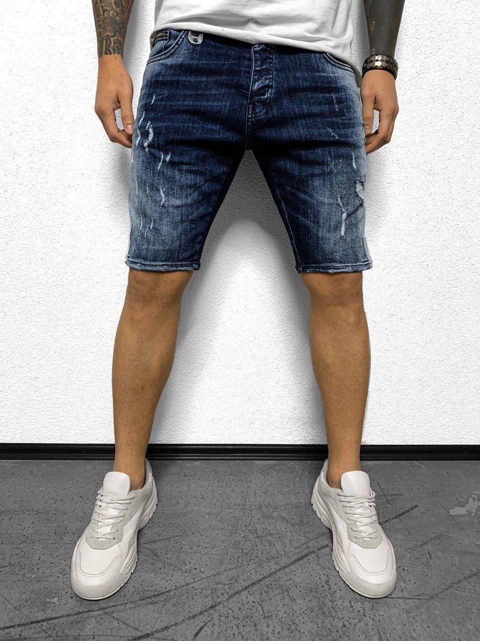 Мужские джинсовые шорты синего цвета поцарапанные