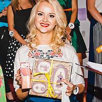 """Мисс бренда дизайнерской одежды Андре Тан были вручены эксклюзивные подарки """"СмакоТая"""""""