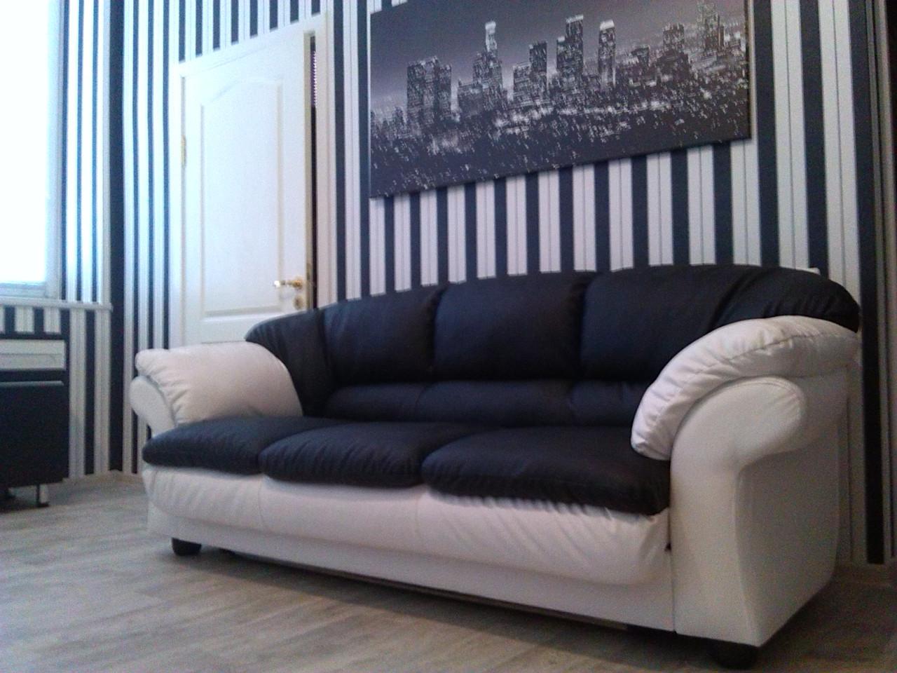 Перетяжка диванчика  для офиса. Перетяжка офисной мебели Днепр.