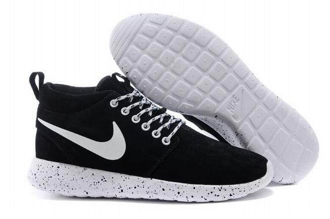 Женские замшевые кроссовки Nike Roshe Run Suede High Top Black White London Trainers  черно-белые