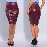 Облегающая женская кожаная класическая юбка до колен с разрезом сзади. Арт-3523/13