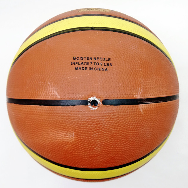М'яч баскетбольний №7 гумовий Spalding 607/7 коричневий смуга